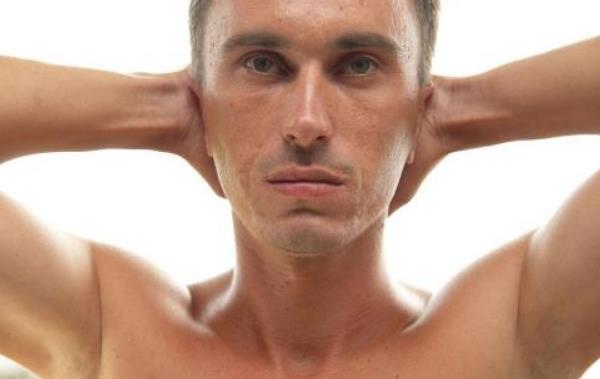 成人两侧鞘膜积液的症状有哪些 成人两侧鞘膜积液的症状有哪些,危害大吗? 泌尿系健康栏目
